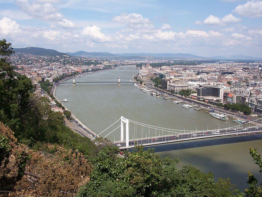 Вид на Будапешт с горы Геллерт