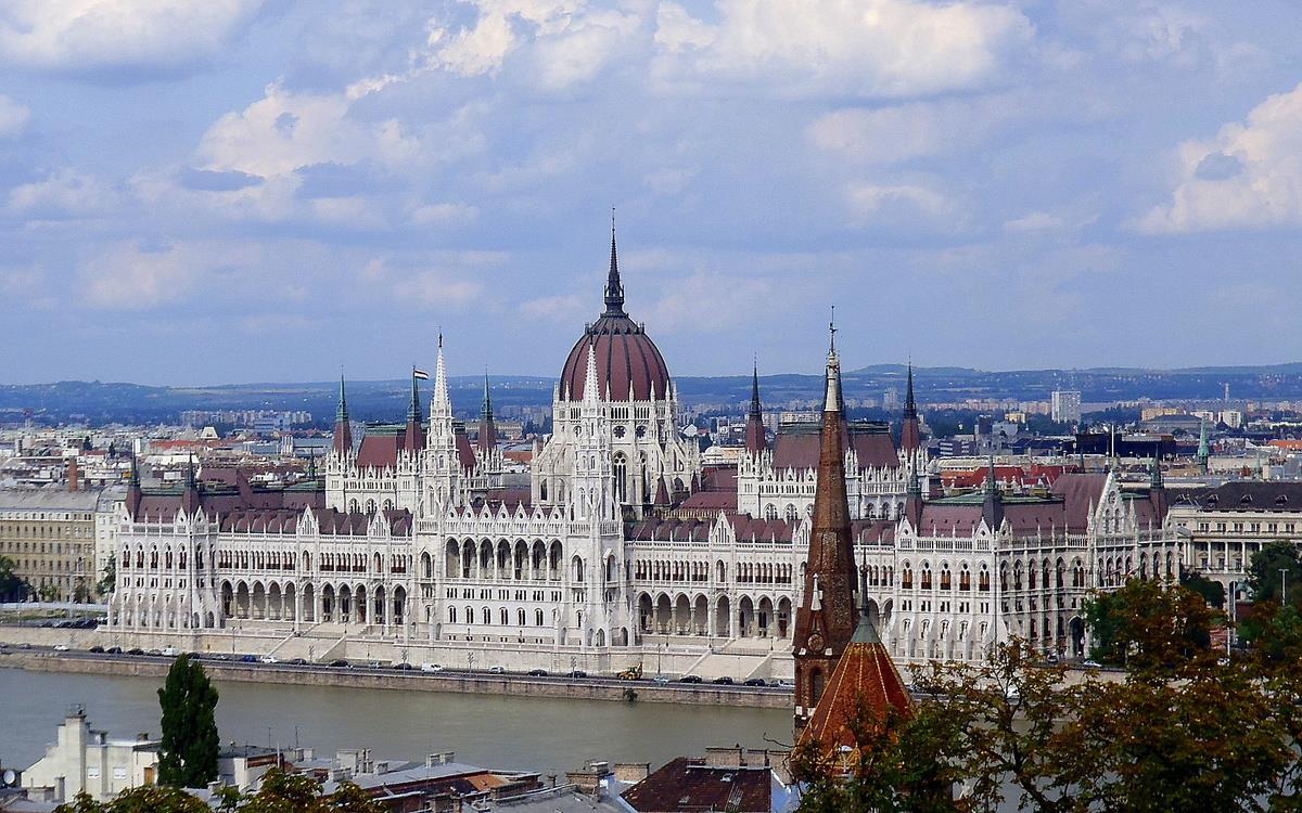 Zdaniye vengerskogo parlamenta (Országház — Орсагхаз)