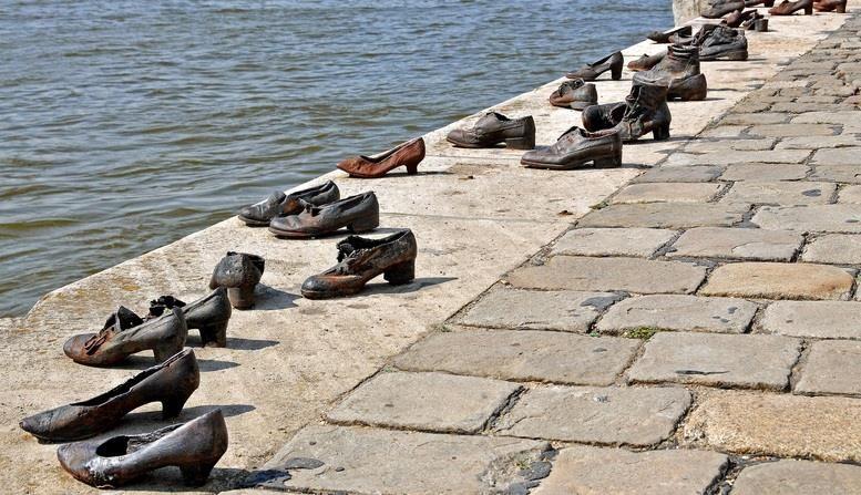 Туфли на набережной Дуная (Cipők a Duna-parton)