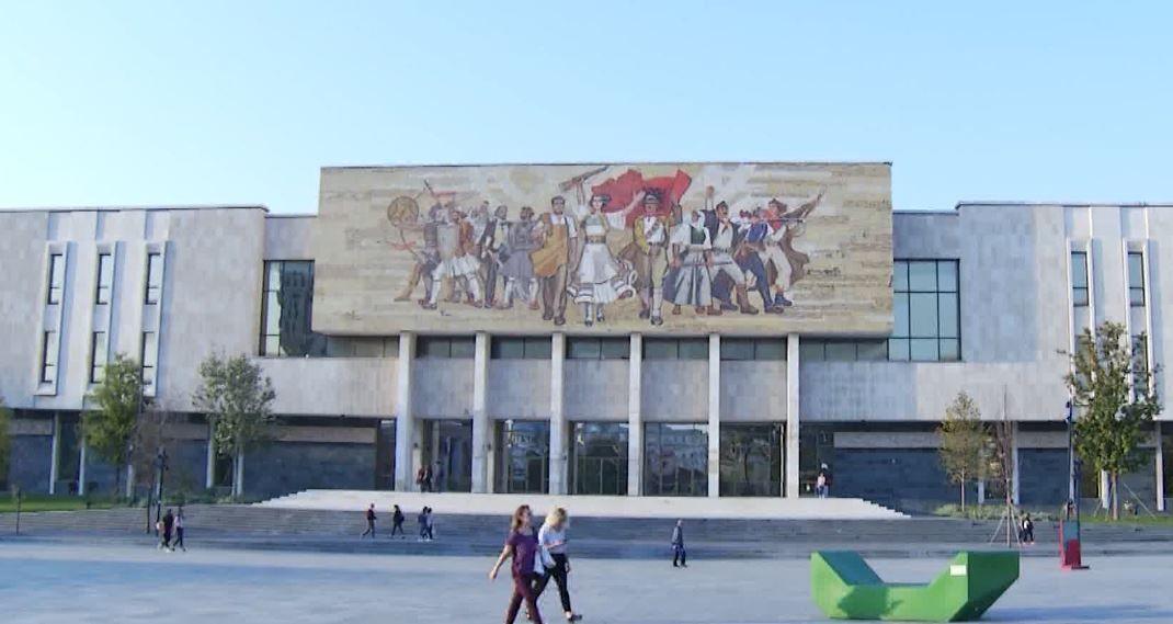 Здание национального исторического музея в Тиране