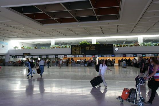 zal ozhidaniya v aeroporte lancarote