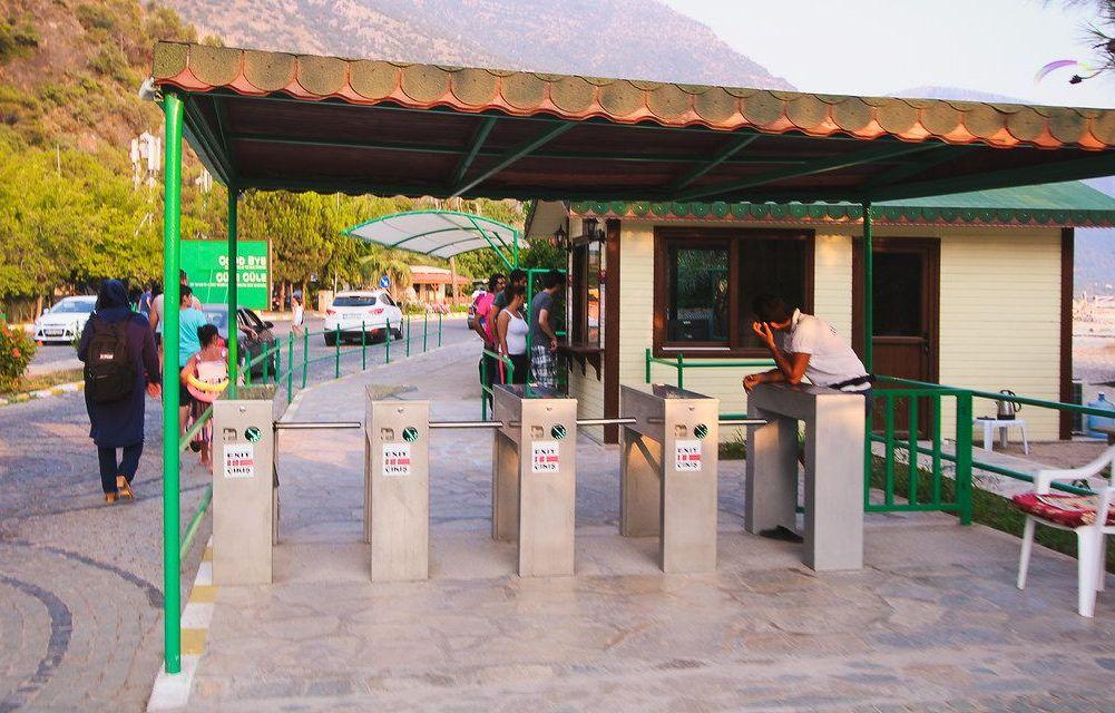 vhod na plyazh golubaya laguna