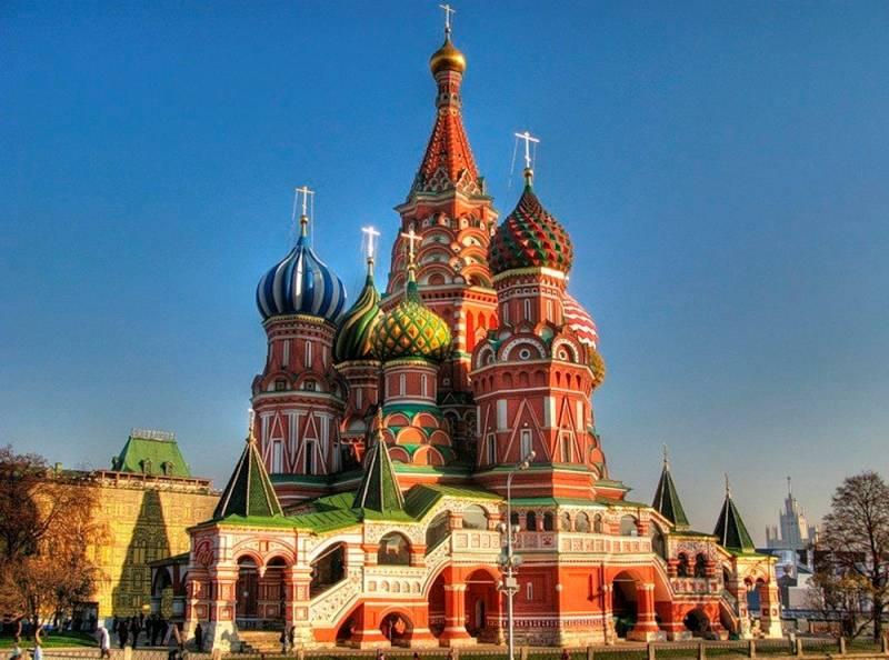 Hram-Vasiliya-Blazhennogo-v-Moskve foto