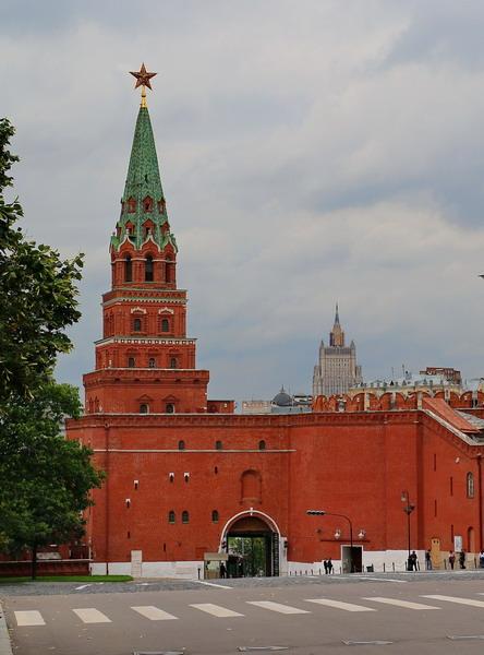 borovickaya bashnya moskovskogo kremlya