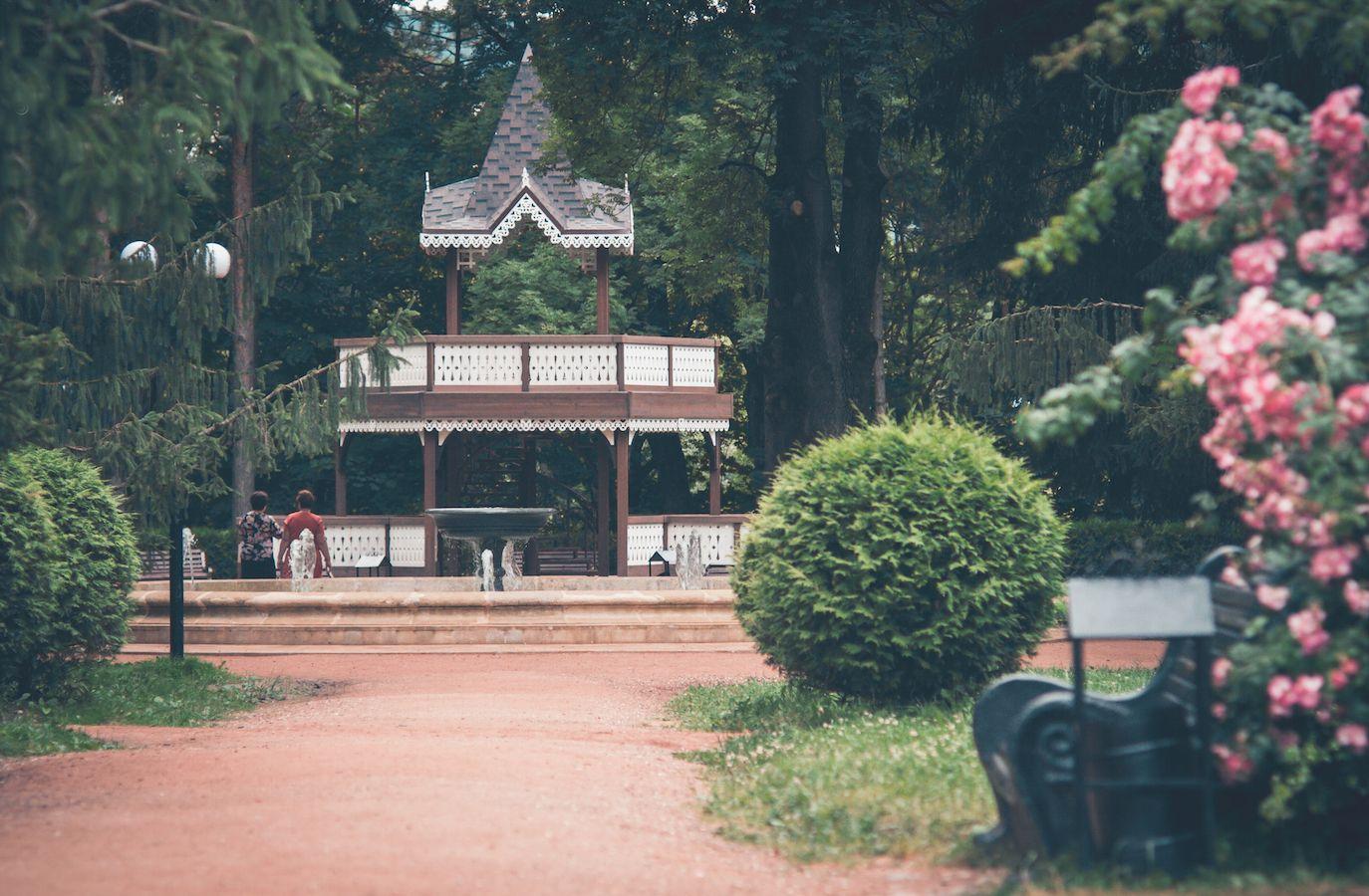 carskaya ploshchadka s besedkoy hram lyubvi v kislovodskom parke