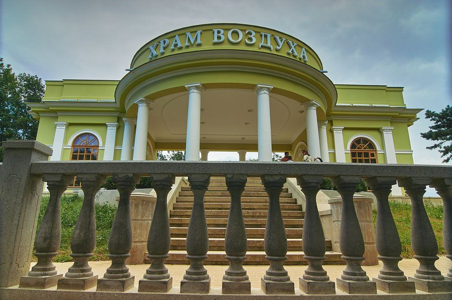hram vozduha v parke kislovodska