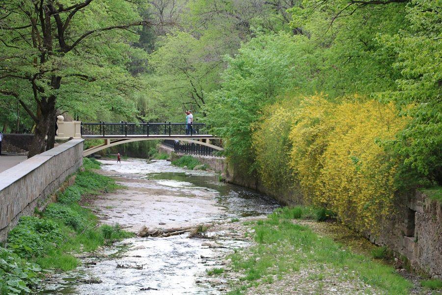 lermontovskaya naberezhnaya reki oljhovka parka kislovodska