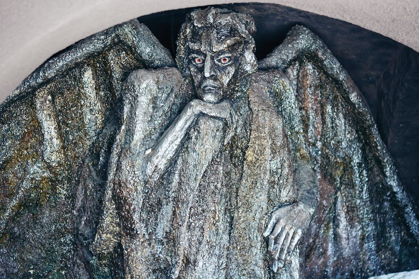 skuljptura «demon» na lermontovskoy ploshchadi